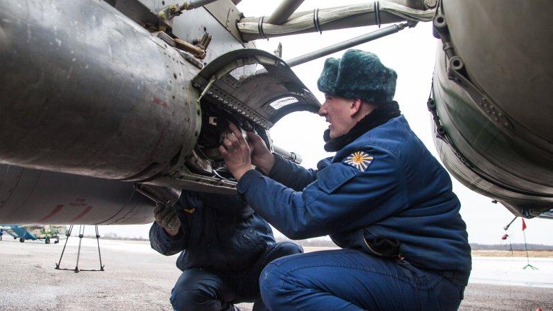 Обслуживание авиационной пушки ГШ-23 в подвесном контейнере УПК-23-250