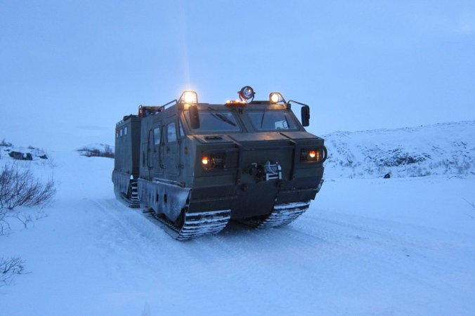 Двухзвенный гусеничный снегоболотоходный плавающий транспортер-тягач ДТ-3ПМ